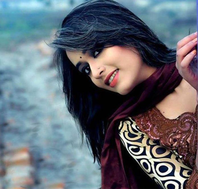 Bangladeshi Actor Ahona Rahman Lucky Short Biography & Pictures 2