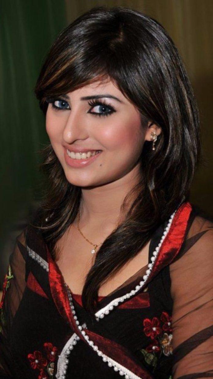 Anika kabir Shokh Short Biography & Pictures 13