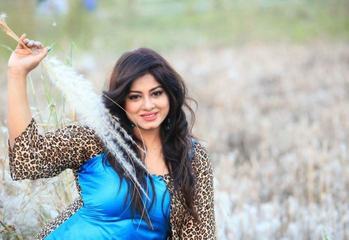 Actress Mousumi Best Photos & Short Biography 1