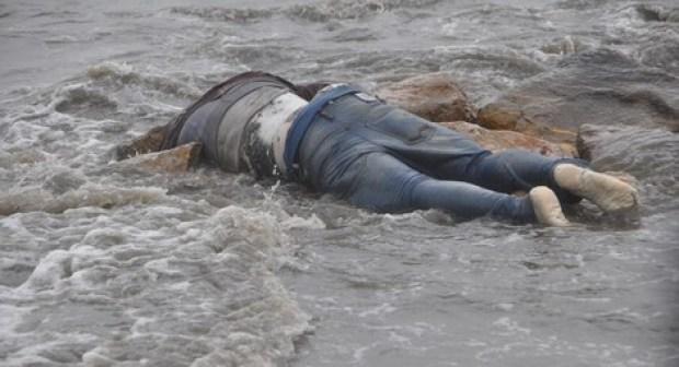 البحر يلفظ جثة البحار الذي اعتبر مفقودا في حادث سقوطه من مركبه بطانطان