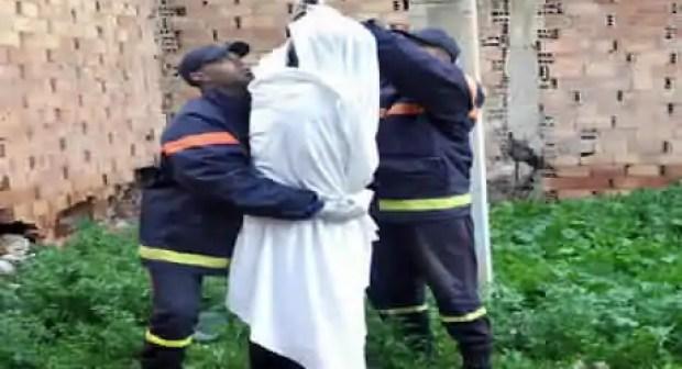 العثور على مستشار جماعي جثة هامدة وسط منزله في ظروف غامضة.