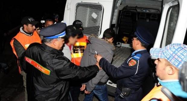 توقيف 4 أشخاص متورطين في إنتحال صفة رجل أمن للإيقاع بضحاياهم باستغلال أصفادا بوليسية مزورة.