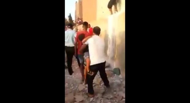 خطير.. مواطن هاز سيف وباغي يقتل راسو حدا البوليس