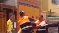 بالفيديو: شجار بين مراقبي شركة ألزا بأكادير و شاب تنهي بإشهار السلاح الأبيض
