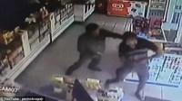 بالفيديو:حكاية الشرطيين اللذين أطلقا النار على بعضهما بعدما ظن أحدهما الآخر لصا