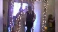 موقف محرج لعروس لحظة دخولها قاعة حفل زفافها