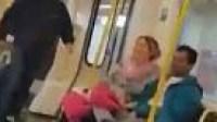 شاهد ماذا فعلت امرأة مع رجل لكمها داخل مترو الأنفاق
