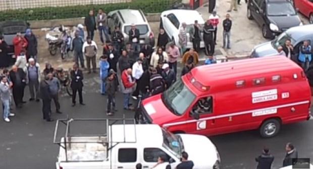 لاعب مغربي بالبطولة الوطنية في حالة سكر طافح يتسبب في حادثة خطيرة وموطنون يسرقون حذاءه الرياضي، وبعض ملابسه