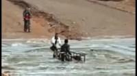 (+صور)فيديو جديد يوثق لحظات مؤثرة قبل غرق شاب بواد سوس والوقاية المدنية تواصل البحث