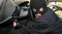 شفار يسرق سيارة وكاميرا المراقبة ترصده