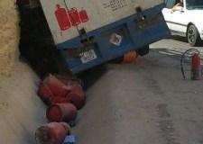 بالصور:انزلاق شاحنة لنقل قنينات الغاز في حادثة سير بأكادير وإليكم التفاصيل
