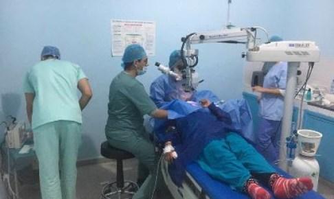 قافلة طبية عبارة عن مستشفى متخصص متنقل لإجراء العمليات الجراحية للعيون تحط الرحال بجبال إداوتنان