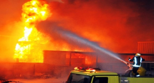 """عاااجل: لعنة النيران تصيب من جديد جزء من فندق مشهور بأكادير، وتحول """"SPA"""" التابعة له إلى رماد، و الأدخنة تحول سماء المنطقة إلى سحابة سوداء"""