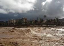 حالة استنفار بكلميم بسبب الفيضانات،ونقل حالات خطيرة الى العيون بعد انقطاع الطريق باتجاه أكادير