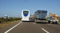 عااجل:توقف حركة السير بين اكادير وتيزنيت بسبب حادثة سير تسبب فيها سائق آلة حصاد