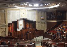 """حكومة العثماني تنال ثقة البرلمان المغربي وسط """"الإحتجاجات"""" وضعف """"المشاركة"""""""