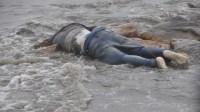 """بحر أكادير يلفظ جثة صياد بعد تعرضه لموجة عالية عندما كان يمارس هوايته عبر الصيد ب""""القصبة"""""""