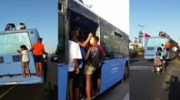 لن تصدق كيف يركب هؤلاء المراهقون الحافلة..