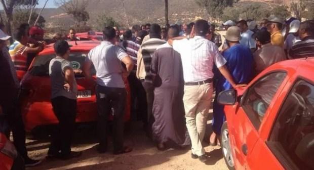 سابقة: سائق طاكسي بأكادير يرجع محفظة بها أزيد 3700 درهما لزبونة وسط استحسان المهنيين و المواطنين.
