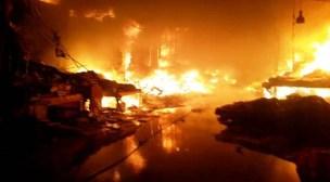 +فيديو وصور جديدة: محاصرة حريق سوق إنزكان على إيقاع تسجيل خسائر بملايين الدارهم، و تعقب لصوص ومستغلي الفاجعة للسطو و السرقة