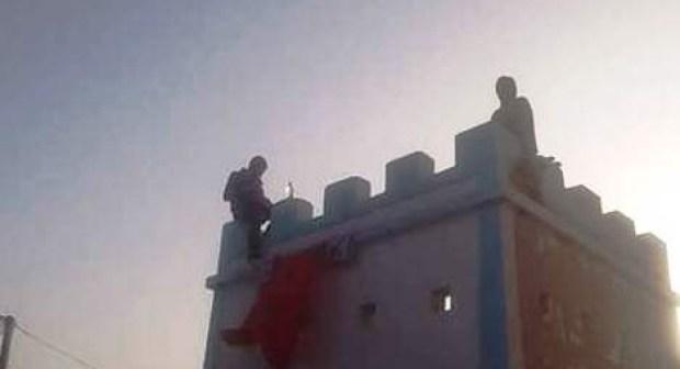 طانطان: شابان يدخلان في حالة هيستيرية و يهددان المسؤولين بالإنتحار أمام إقامة عامل الإقليم…