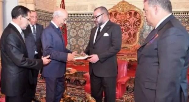 """""""زلزال"""" قريب سيعصف بعدد من المسؤولين..منع وزير سابق وكاتبة دولة من مغادرة المغرب ومراقبة الحسابات البنكية لعدد من المسؤولين"""