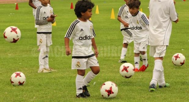 أكادير بالصور والفيديو:مؤسسة ريال مدريد لكرة القدم تنظم تدريبا لفائدة أبناء الأسر السوسية