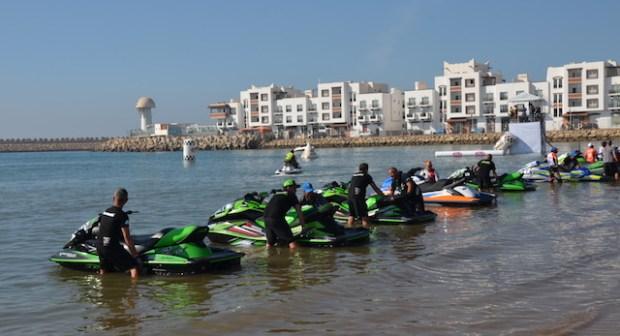 """""""التشرميل"""" السياحي بالشواطئ يقتل السياحة في أكادير، والسلطات الولائية في خبر كان"""
