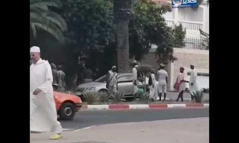 بالفيديو:المهاجرون الأفارقة يستعمرون شوارع أكادير، وسط دهشة واستغراب الساكنة