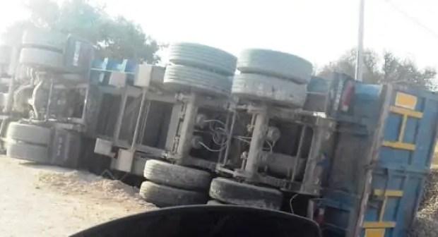 عاجل: انقلاب شاحنة ضخمة بأكادير في مشهد مروع (+صور).