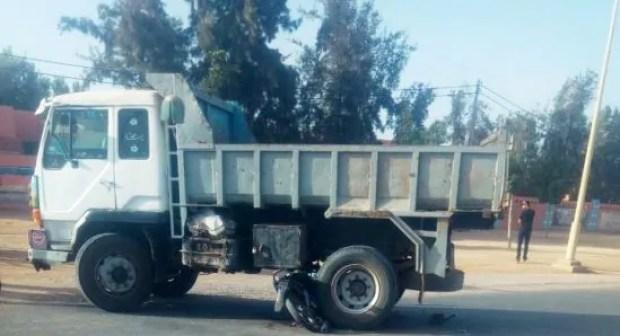 أكادير: شاحنة مجنونة ترسل شابا بين الحياة و الموت إلى مستعجلات الحسن الثاني (+صورة)