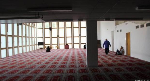 خطير:مواطن يجهز على مغربي بسكين ويختبئ في مسجد هربا من الشرطة
