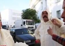 برلماني يعتدي على الصحافيين أمام البرلمان