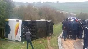 فاجعة:إصابة حوالي 24 شخصا بجروح متفاوتة الخطورة في انقلاب حافلة للمسافرين