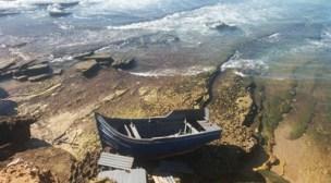 عااجل:العثور على قارب معد للهجرة لفظته امواج البحر بشاطئ أكادير.(+صور)
