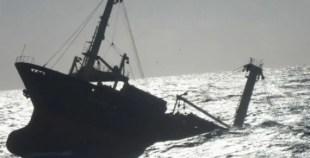 بالفيديو: غرق سفينة صيد وسط ميناء أكادير.