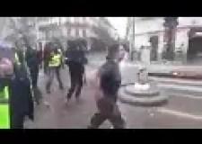 """شرطية فرنسية تبكي بهستيرية: """"اقتلوني لكن لا تخربوا باريس مثلما خرب العرب أوطانهم"""""""