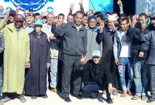 عمال يحتجون بأكادير، و يطالبون بتحقيق مطالبهم المشروعة..