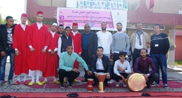 الدشيرة الجهادية: ثانوية حمان الفطواكي تحتفي بنون النسوة في عيدها الاممي
