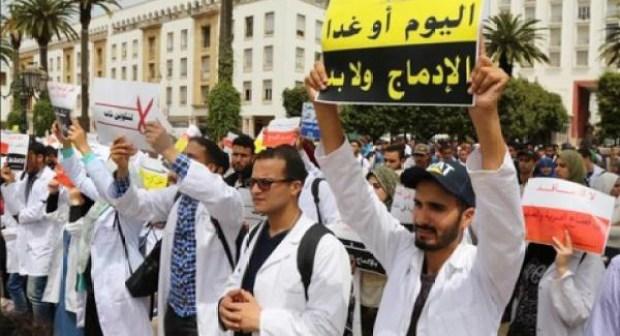 أساتذة التعاقد بسوس ماسة وكلميم يخوضون مسيرة شعبية مشتركة بمدينة إنزكان