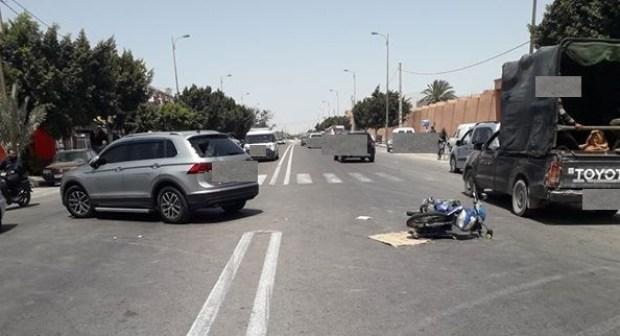 عاجل/ اشتوكة: سيارة مجنونة ترسل سائق دراجة نارية للمستعجلات ببلفاع