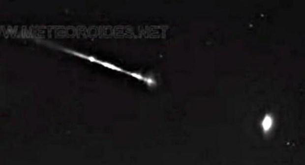 (+فيديو):كرة من اللهب تحلق في سماء المغرب بسرعة تفوق 65 ألف كلم في الساعة.