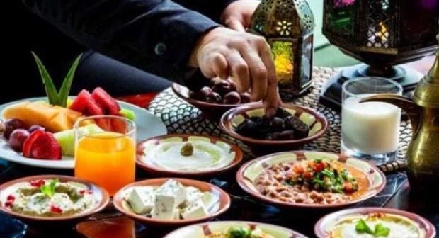 """""""قاهرات"""" الجوع والعطش، أو  الأغذية التي تساعد على تحمل ساعات الصوم الطويلة."""