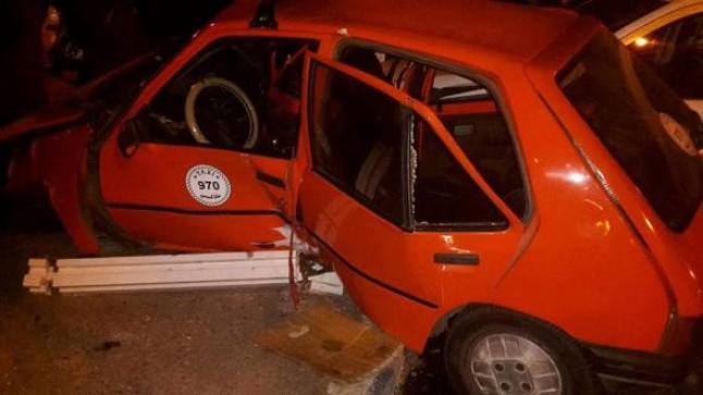 سائق سيارة أجرة ينحو من الموت بأعجوبة في حادثة سير مثيرة بأكادير