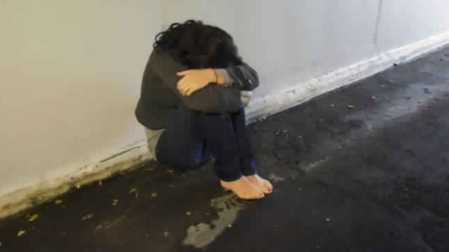 """تيزنيت: """" طالب ممرض """" يغتصب طفلة عمرها 4 سنوات مقابل تفاحة و ليمونة !!"""