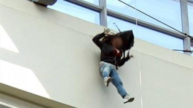 سيدة تحاول الإنتحار بالسقوط من أعلى فندق بأكادير