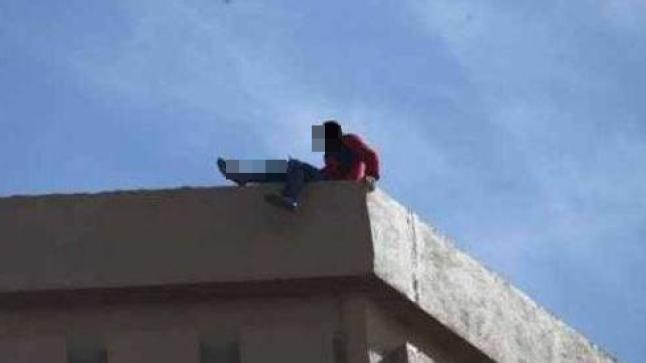 """شخص """"عاري"""" يحاول الانتحار من سطح منزله بأكادير"""