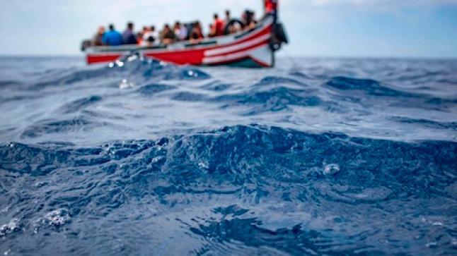 العثور على قارب معد للهجرة لفظته أمواج البحر بشاطئ بأكادير