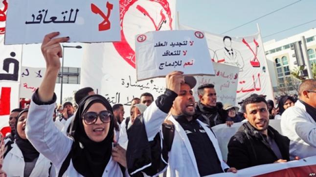 الأساتذة المتعاقدين يتوعدون وزارة أمزازي بالتصعيد