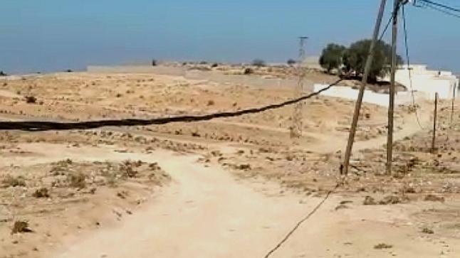 """في ظل موسم الأمطار """"أسلاك كهربائية متساقطة"""" تهدد حياة المواطنين ضواحي أكادير"""